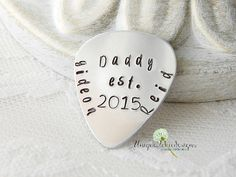 Great Father's Day idea for the musician father from @Unique2chicdesigns. #handmadelove