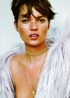 I don't like Kate Moss very much, but I must admit she looks super cute in this photograph.