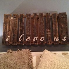 Can easily do lyrics or bible versus instead. Even vows! Hometalk :: Pallet Projects :: Sheila's clipboard on Hometalk Pallet Crafts, Pallet Art, Pallet Projects, Home Projects, Home Crafts, Diy Home Decor, Art Crafts, Pallet Ideas, Diy Pallet