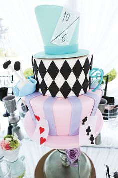 alice in wonderland mad hatter cake ( happy 16 unBirthday party cake) Mad Hatter Cake, Mad Hatter Party, Mad Hatter Tea, Mad Hatters, Alice In Wonderland Birthday, Alice In Wonderland Tea Party, Rodjendanske Torte, Disney Cakes, Sweet 16 Parties