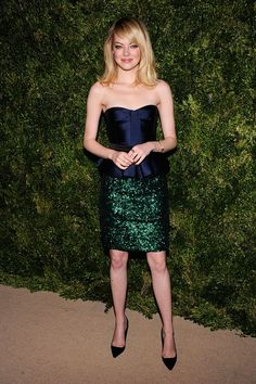 Premios CFDA Vogue Fashion Fund en NY,Emma Stone, en un look SS13 de Burberry Prorsum
