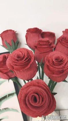 Crepe Paper Crafts, Crepe Paper Roses, Tissue Paper Flowers, Crepe Paper Decorations, Flower Making Crafts, Flower Crafts, Handmade Flowers, Diy Flowers, Paper Flower Tutorial