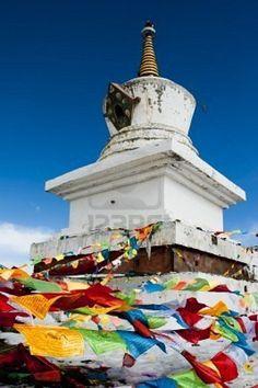 Drapeaux de prière et stupa