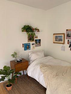 Room Design Bedroom, Room Ideas Bedroom, Small Room Bedroom, Rooms Home Decor, Bedroom Decor, Minimalist Room, Aesthetic Room Decor, Cozy Room, My New Room