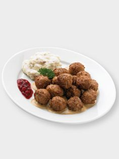 Chef presents Swedish meatball meal from IKEA Restaurant mmmm so good for lunch/dinner!