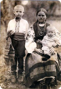 Young mother with 2 kids Kyiv r-n, Ukraine, from Iryna Old Family Photos, Old Photos, Folk Costume, Costumes, Ukrainian Art, Ukrainian Dress, Folk Clothing, Vintage Gypsy, My Heritage