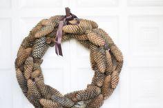 Cómo hacer una corona de piñas : via La Chimenea de las Hadas