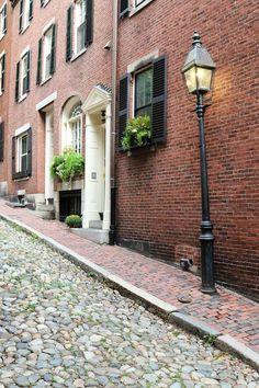 Boston | Acorn St in Beacon Hill