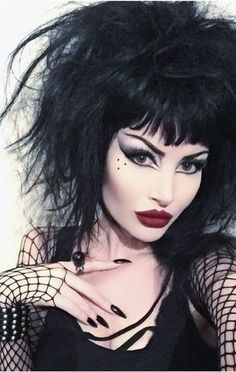 If you don't have any gothic fashion sense, this article is for you. There is absolutely no reason for you to look like a gothic fashion disaster. Gothic Makeup, Dark Makeup, Eye Makeup, Fantasy Makeup, Goth Beauty, Dark Beauty, Makeup Inspo, Makeup Inspiration, Makeup Ideas