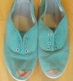 Hogy én ezt korábban nem tudtam! Ezután ezt fogom tenni minden kopott, elnyűtt cipővel - Ketkes.com Up Shoes, Baby Shoes, Designer Shoes, Slippers, Handmade, Clothes, Fashion, Tela, Toe Shoes