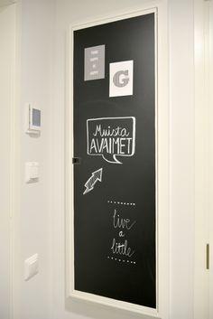 Heinässä heiluvassa: DIY liitutaulu Think Happy Be Happy, Blackboards, Chalkboard, Wall, House, Ideas, Home Decor, Decoration Home, Home