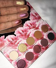 *The cats pajamas pallet Link: https://www.lauraleelosangeles.com/products/cats-pajamas-eyeshadow-palette
