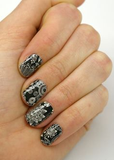 These wraps will be sure to catch plenty of looks!Last up to 2 weeks on fingernails and 4 weeks on toenails.