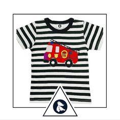 """Blusa """"O grande carro de bombeiro"""". Compre em www.azulparameninas.com.br . Porque precisamos ensinar aos pequenos a admirar verdadeiros heróis... .  Frete Grátis! Embalada para presente sem custo adicional! .  #azulparameninas #roupasinfantis #roupascriativas #childrenclothes #creativeclothes #bombeiros"""