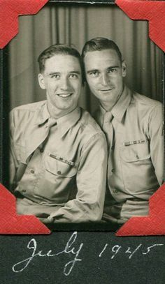 Homo History: Vintage Photos of Handsome Gay Couples Vintage Couples, Vintage Love, Vintage Images, Vintage Men, Cute Couples, Vintage Magazine, Vintage Photo Booths, Old Portraits, Lgbt Love