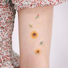 41 Amazing Sunflower Tattoos Ideas You'll Love - Are you also looking for a sun. - 41 Amazing Sunflower Tattoos Ideas You'll Love – Are you also looking for a sunflower tattoos - Dainty Tattoos, Pretty Tattoos, Beautiful Tattoos, Small Tattoos, Amazing Tattoos, Finger Tattoo Designs, Finger Tattoos, Body Art Tattoos, Sleeve Tattoos
