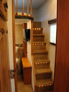 2012 - Eagle - Fifth Wheels - Jayco a Loft in a trailer....cool ...