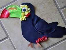 Passend zum Thema #Dschungel: Ein #bunter #Vogel aus einem #Pappteller! #Tolle #Bastelidee.