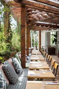 45 Pretty Outdoor Restaurant Patio Design Ideas For Fantastic Dinner