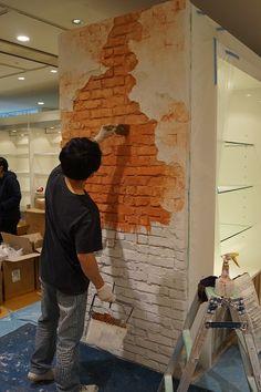 札幌市中央区のインテリアショップCLAHAS。輸入壁紙以外にもモルタル造形という壁の仕上げをご紹介しています。レンガテイストの壁の仕上げが必見です。 Garage Interior, Cafe Interior, Interior Walls, Old Brick Wall, Faux Brick, Wall Murials, Wall Decor, Home Room Design, Interior Design Living Room