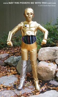 DIY C3PO costume.  Check out all our other Star Wars halloween costumes on our…