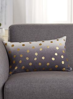 Exclusively from Simons Maison A decor accessory with boho chic flair, accented by metallic gold dots printed in an artistic hand-painted style over raw cotton canvas in ombré tones. - Matching solid underside - Washable with removable cover and zip at the back - 30 x 50 cm