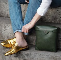 gold mules and we want em Loafer Mules, Loafer Flats, Mules Shoes, Sock Shoes, Shoe Boots, Gold Mules, Moda Do Momento, Loafers Outfit, Flat Mules