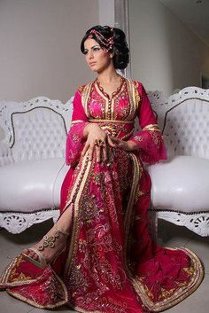 Fashion Arabic Style Illustration Description Raziela's Handfasting Dress (except fabric is crimson, not pink) Kaftan – Read More – Arab Fashion, Islamic Fashion, Ethnic Fashion, Indian Fashion, Muslim Fashion, Moda India, Pretty Dresses, Beautiful Dresses, Hijab Stile