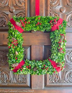 42 Christmas Ideas for Door + Porch Decor – Boxwood Wreath İdeas. Christmas Front Doors, Christmas Wreaths To Make, Christmas Mantels, Holiday Wreaths, All Things Christmas, Holiday Crafts, Christmas Crafts, Christmas Decorations, Christmas Ideas