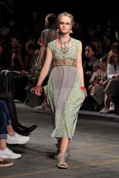 Silent archive - Traces of Me Christian Dior, Christian Louboutin, It Bag, Runway Fashion, Fashion Show, Fashion Outfits, Fashion Design, Mori Fashion, Cute Fashion