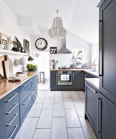 Navy kitchen ideas – Navy blue kitchens that look cool and stylish After navy kitchen ideas? This classic and smart shade of blue can create a crisp and sophisticated look in any navy kitchen Kitchen Interior, Blue Kitchens, Home Decor Kitchen, Navy Kitchen, Kitchen Cabinet Design, Kitchen Flooring, Countertop Design, Home Kitchens, Blue Kitchen Decor