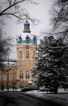 Snowy Charlottenburg, Berlin, Germany   Flickr - Photo by campra