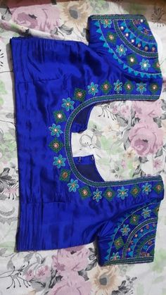Discover thousands of images about Blouse designs Cutwork Blouse Designs, Simple Blouse Designs, Stylish Blouse Design, Bridal Blouse Designs, Blouse Neck Designs, Simple Designs, Mirror Work Blouse Design, Couture, Nike