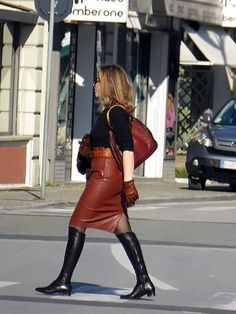 Brown Leather Skirt, Faux Leather Pencil Skirt, Leather Skirts, Riding Boot Outfits, Tight Pencil Skirt, Leather Riding Boots, Leather Leggings, Fashion Outfits, Patrizia Pepe
