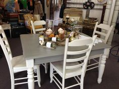 Ideas To Kitchen Table Makeover Chalk Paint Color Combos Dining Rooms 15 Chalk Paint Dining Table, Chalk Paint Chairs, Painted Dining Chairs, Painted Kitchen Tables, Grey Dining Tables, Paint Furniture, Furniture Makeover, Furniture Design, Dining Rooms