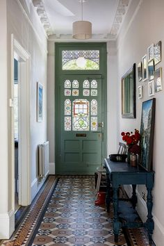 Farrow & Ball Ammonite grey on the walls and Pigeon on the front door, combined with the original Edwardian floor tiles and vintage console & mirrors make the entrance hallway of this Edwardian house in South London feel grand but welcoming. Hallway Decorating, Interior Decorating, Style At Home, Edwardian Haus, Edwardian Hallway, Victorian Hallway Tiles, Decoration Entree, House Entrance, Entrance Halls