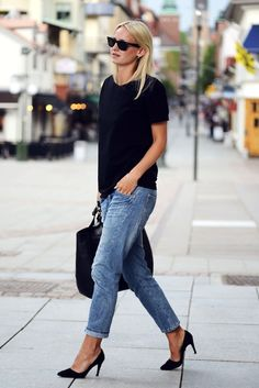 ray-bans, black top, leather tote bag, boyfriend jeans & black pumps #style #fashion