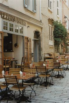 Pizzeria Bruno in St. Tropez / photo by Petrana Sekula