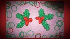 NEW Mistletoe Rainbow Loom Charm Tutorial Rainbow Loom Fishtail, Rainbow Loom Bands, Rainbow Loom Charms, Rainbow Loom Bracelets, Christmas Alphabet, Christmas Diy, Rainbow Loom Christmas, Crazy Loom, Noel