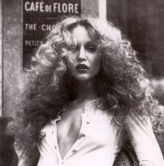 Vintage Muses: Big hair, don't care! It has been a hot and sweaty weekend with big frizzy hair and no makeup. Embracing my inner retro Jerry Hall and rocking the shit out of it! Jerry Hall, Jean Shrimpton, 70s Glam, Disco Party, My Hairstyle, Tips Belleza, Twiggy, Big Hair, Mode Inspiration