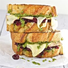 This Turkey, Pesto and Cranberry Melt from TheHopelessHousewife.Com looks absolutely AMAZING! #recipe #sandwich
