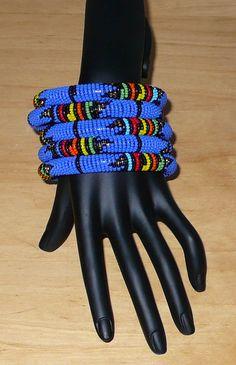 Zulu bracelets - Bracelets africains (Timeless Fineries) African Bracelets, Tribal Bracelets, African Beads, African Jewelry, Zulu, Photo Bleu, Bracelet Making, Beaded Jewelry, Glass Beads