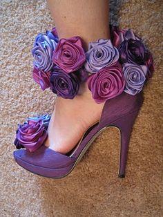 purple heels with fabric flower shoe cuff Diy Ribbon Flowers, Ribbon Crafts, Lace Flowers, Fabric Flowers, Ribbon Rose, Diy Flower, Felt Flowers, Shibori, Flower Shoes