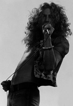 Robert Plant of Led Zeppelin Robert Plant Led Zeppelin, Guns And Roses, Jim Morrison, Blues, Pink Floyd, Jimmy Page, Rock Y Metal, El Rock And Roll, John Paul Jones