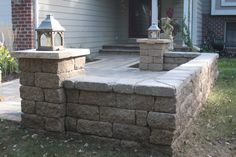 Paver patio with VERSA-LOK seat wall in Lakeland Shores