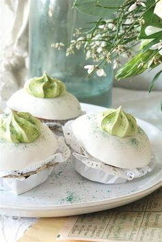 """meringues from """"heartbeatoz""""  http://heartbeatoz.tumblr.com/post/19000332182/via-french-larkspur-my-home-in-jeanne-d-arc"""