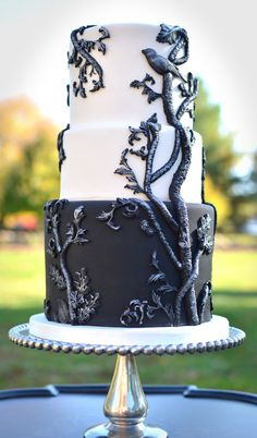 Halloween cake ~  mysterious and elegant at the same time.  technique from the Maggie Austin tutorial on Craftsy.  ~ all edible