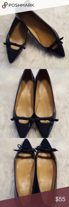 SALE🔴Talbots Navy Patent Pump sz 9 EUC, Lightly worn. Sz 9. Navy blue patent 1in pump with bow. Little dirt to the bottom. In original box. No marks or wear to patent. Talbots Shoes
