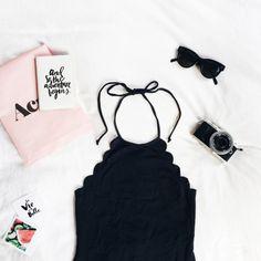 Monday - Rosé e preto, cores que ornam e combinam para um flatlay minimalista e com a cara tumblr