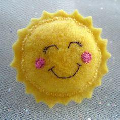 Felt Sun Brooch - Kawaii Pin Accessory - Solly the Sun a Hoobynoo World Character Felt Diy, Handmade Felt, Felt Flowers, Fabric Flowers, Felt Hair Clips, Barrettes, Art Textile, Felt Brooch, Felt Patterns